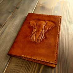 It can be any creature, not only the elephant. Leather Book Covers, Leather Books, Leather Gifts, Leather Pouch, Leather Tooling, Leather Jewelry, Leather Carving, Carving Designs, Passport Cover