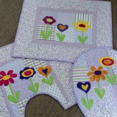 Gisele, Patches, Kids Rugs, Sewing, Home Decor, Bathroom Mat, Chicken Crafts, Bathroom Crafts, Patchwork Kitchen