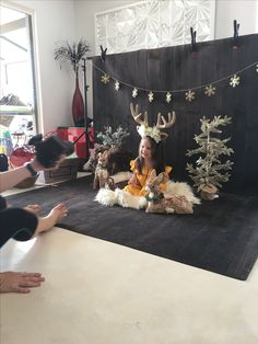 Savvy's Christmas Photo shoot !! This years theme was gold with a dark background. Thank you to capture that photography for your amazing shoot 👌🏽 looking forward to the pics  Also ... reindeer headpiece made by me ❤️❤️❤️