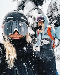 Me and Kajsa Landquist are looking for a filmmaker at Revelstoke . Me and Kajsa Landquist are looking for a filmmaker in Revelstoke Skier GIRL winter s -