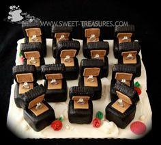 Mini Ring Box Cakes