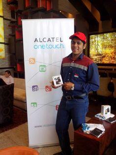 Hola amigos, el es Alex Daniel Murillo Espinoza de Ecuador, participante en nuestro concurso MI SUPER PAPÁ y ganó un espectacular ONE TOUCH 870. Síguenos y tú también podrás ser un ganador.