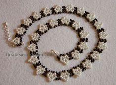 kalp modeli kolye yapimi Beading Projects, Beading Tutorials, Beading Patterns, Beaded Anklets, Beaded Rings, Beaded Bracelets, Seed Bead Necklace, Beaded Necklace, Seed Beads