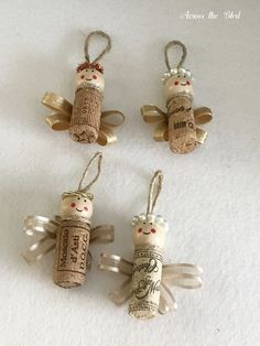Make these cute Wine Cork Angel Ornaments for your tree this year. Christmas Crafts Fir Kids, Clay Christmas Decorations, Vintage Christmas Crafts, Easy Christmas Ornaments, Xmas Crafts, Angel Ornaments, Wine Cork Art, Wine Cork Crafts, Wine Corks