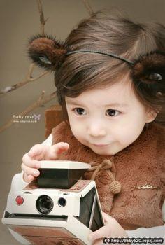 Mason Moon: the cutest teddy bear photographer <3