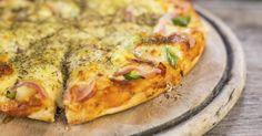 Recette de Pizza légère à l'ananas, jambon et mozzarella. Facile et rapide à réaliser, goûteuse et diététique. Ingrédients, préparation et recettes associées.