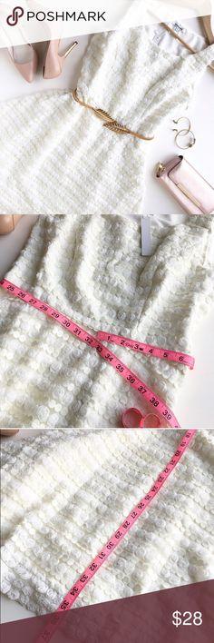 White dress 😍 New conditions 👌🏻  Super elegant 😍 Bundle for discount 💡  Follow my Instagram : @vintage.paris Dresses