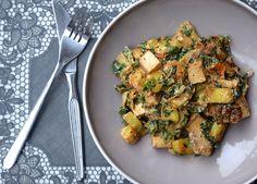 Vandaag een lekker fusion-gerechtje. Hollandse boerenkool in een Indiase curry, why not? Dit gerecht is heerlijk vullend, echt comfort food voor op een koude da