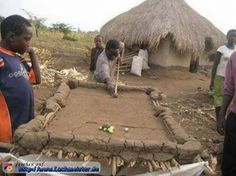 Auch in den abgelegensten afrikanischen Dörfern wird Billard gespielt. Allerdings wird hier der Tisch noch selber gebaut. Aus Lehm.