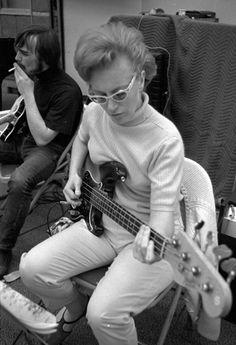 Carol Kaye laying down the bass for The Beach Boys' Pet Sounds 1965 Joe Cocker, Nancy Sinatra, Brian Wilson, Carol Kaye, Les Doors, Fender Precision Bass, Guitar Girl, The Beach Boys, Music Theory