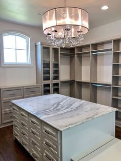 I want this closet! Spare Bedroom Closets, Closet Island, Luxury House Plans, Luxury Closet, Beauty Room, Dining Area, Future House, Sweet Home, Flooring