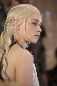 Emilia Clarke as Daenerys Targaryen in Game of Thrones, 2013 Arte Game Of Thrones, Game Of Thrones Fans, Game Of Thrones Characters, Emilia Clarke, Gossip Girl, Braid Game, Game Of Trone, Hairstyle Tutorial, Hairstyle Ideas