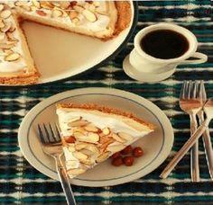 Torta de Amendoim com Manteiga:P/farofa de biscoito=1 1/2 xícaras de Graham migalhas de biscoito Açúcar mascavo 2 colheres de sopa de luz 6 colheres de sopa de manteiga sem sal, derretida