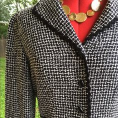 ⭐️NWT⭐️ Tweed Talbots Blazer w/ Wool size 12 ❤️Small shoulder pads❤4 buttons ❤️Small peplum shape❤Originally $198 marked down to $130. ❤️Shell is 80% Acrylic and 20% wool. Lining is Acetate. ❤️Length: 24' Bust: 19' Waist: 16.5' Sleeve: 23' from seam. Talbots Jackets & Coats Blazers