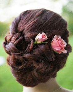 Classic updo wedding hairstyle; Featured Photographer: Laura Matthews Photography