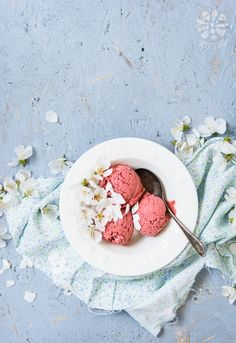 Healthy strawberry ice-cream (vegan & gluten free)