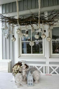 > HANG SHATTERPROOF/OUTDOOR ORNAMENTS FROM FRONT PORCH CEILING (instead of standard wreath???)