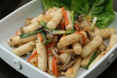 Week of Menus: Korean Stir Fried Non-Spicy Rice Cake (Ddukbokki 떡볶이): On moms
