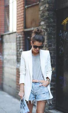 Look T-shirt Lisa: Cinza + Blazer & Jeans