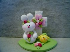 Easter Bunny Chick Cross Figurine von countrycupboardclay