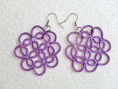 Boucles d'oreille en dentelle violet, dentelle frivolite, bijoux crochet, bijoux dentelle violet : Boucles d'oreille par carmentatting