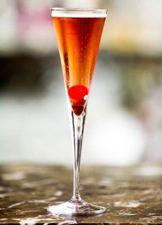 Drinque Marilyn Monroe --- Ingredientes:  30 ml de apple brandy (um conhaque de maçã);  1 pitada de grenadine (uma bebida vermelha muito usada para fazer coquetéis porque dá o tom vermelho no drinque);  120 ml de Chandon Brut Rosé (espumante rosé);  1 cereja.  Modo de preparo: Adicione tudo em uma taça de espumante e se entregue ao legado de prazer deixado pela estrela.