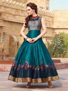 Сине-зелёное длинное платье в пол, без рукавов, украшенное вышивкой люрексом