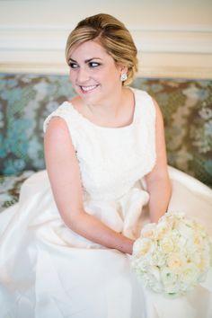 Southern Savvy Events | Brittney Bridal Portraits | Duke Mansion Bridal Portraits | Wedding Gown | Bride Style | Bridal Accessories | Bride Details | Bouquet | AIRE Barcelona