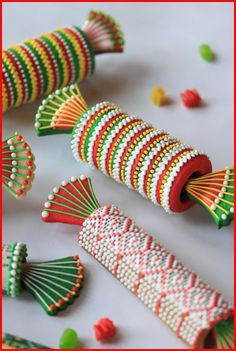 TUTORIAL: 3-D Party Cracker Cookies by Julia M. Usher, www.juliausher.com