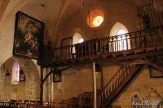 Église de Chamborand.  #chamborand #creuse #limousin #france #nouvelleaquitaine #eglise #church #tableau #painting #steps #escalier #lumiere #light #igers #igersfrance #igerslimousin #igersnouvelleaquitaine #igerscreuse #vitrail #photodujour #picoftheday #canon