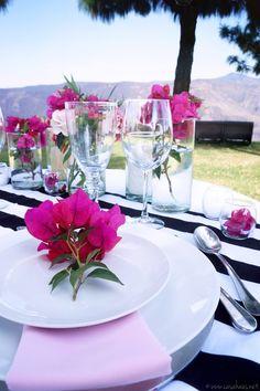 Romantic Spring table setting for two / Una mesa romántica y primaveral por casahaus.net