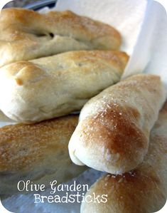 Six Sisters' Stuff: Olive Garden Date Night at Home (Recipes Included)! - Olive Garden Bread Stick recipe :)