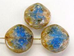 Best.Nr.:67520 Glasperlen / Table Cut Beads crashglas kristallblau geschliffen mit Travertin-Veredelung