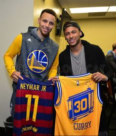 Steph Curry and Neymar met up after game two of the 2016 NBA Finals, which Golden State Wa. Stephen Curry Poster, Stephen Curry Photos, Neymar Jr, Basketball Players, Soccer Players, Basketball Art, Basketball Drawings, Basketball Memes, Soccer News