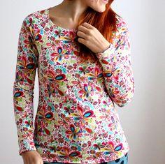 Tričko hravé, kytičky :) Pohodlné tričko od Natyris :) Tričko je zhotovené z kvalitních úpletů (95% bavlna, 5% elastan), které jsou velmi příjemné a krásně pruží. Barva: bervné kytičky na krémové, šité světlou nití.  Vybranou velikost prosím uveďte do poznámky k objednávce :) Dámská trička velikost prsa šíře délka XS (32/34) 80 38 60 S (36/38) 88 41 60 M ...