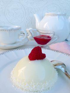 El pastel ruso es una elaboración francesa que data del inicio del siglo 20. Curiosamente asemeja mucho a una tarta rusa realizada por capas pero buscando nunca he podido encontrar referenciassi hay o no similitud entre ambas. Lo que está claro es que fue creado por un pastelero francés llamado Adrian Artigarrède afincado en la región de ...
