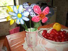 fiori creati con bottiglie plastica