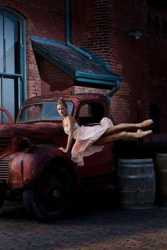 Heather Ogden, principal dancer of The National Ballet of Canada. Photo by Aleksandar Antonijevic. From a feature in Chloe Magazine. Love Dance, Dance Art, Ballet Art, Ballet Dancers, Ballerinas, Pole Dance Sport, Dance Like No One Is Watching, Dance Movement, Shall We Dance