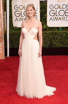 Rosamund Pike.. custom Vera Wang couture gown.. #2015goldenglobes