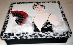 Caixa em MDF com divisórias, decorada com a técnica de patchwork embutido, impermeabilizada e totalmente revestida de tecido 100% algodão. Fazemos também em outras cores e tamanhos sob encomenda. R$ 70,00