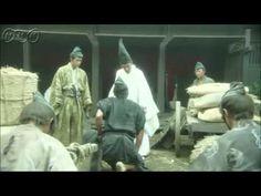 平清盛ダイジェスト 第26回「平治の乱」 今から900年前、貴族政治が行き詰まり、混迷を極めた平安末期、武士として初めて日本の覇者へと登りつめた男、平清盛の物語。    第26回「平治の乱」  1159年、虐げられし義朝(玉木宏)は貴族・信頼(塚地武雄)と結託、ついに決起する。義朝は後白河(松田翔太)と二条(冨浦智嗣)を幽閉し、三条殿に火を放つ。義朝の狙いは信西(阿部サダヲ)の首であった。熊野詣の途中、紀伊で知らせを聞いた清盛(松山ケンイチ)は即座に京へとってかえす。逃亡した信西は山城の山中に穴を掘り、身をひそめる。一方、戻る清盛を源氏の義平(浪岡一喜)は阿倍野で待ち伏せる案が京ではねられていた。だが義朝は清盛の帰りを待っているのだと言い、兵を出さない。そんな中、ついに信西は発見され、自刃する。早馬で京に戻った清盛と重盛(窪田正孝)があふちの木の上に見たものとは・・。    番組HPはこちら「http://nhk.jp/kiyomori」