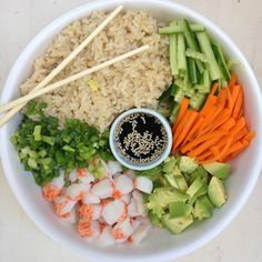 Diet Cycle Solutions - Brown Rice Sushi Bowls- sub the brown rice with cauliflower rice Diet Cycle Solutions - Discover the Worlds First & Only Carb Cycling Diet That INSTANTLY Flips ON Your Bodys Fat-Burning Switch Sushi Recipes, Seafood Recipes, Asian Recipes, Diet Recipes, Vegetarian Recipes, Cooking Recipes, Healthy Recipes, Brown Rice Sushi, Salads