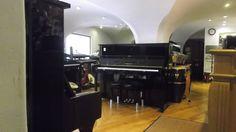 Bom dia! Pianos novos, semi-novos e usados, encontra no Salão Musical de Lisboa. Venha escolher o seu piano ! www.salaomusical.com