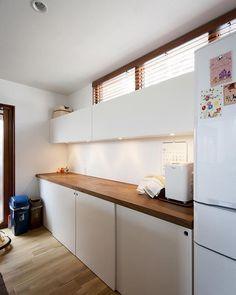【大きな窓から青空の見える家】 オーク材を使ったキッチンカウンター。 #ldhomes #ラブデザインホームズ #architecture #建築 #design #デザイン #house #住宅 #build #新築 #Kitchen #キッチン #LDK #大きな窓から青空の見える家