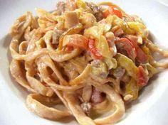 fettuccine piccanti con peperoni e salsiccia
