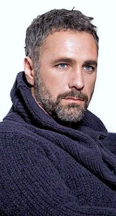 Raoul Bova, Beautiful Men Faces, Gorgeous Men, Moustaches, Oscar 2017, Eye Candy Men, Cool Hairstyles For Men, Handsome Faces, My Hairstyle