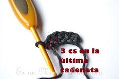 Es un Mundo Amigurumi: Patrón Gratis... Osito con Polera a Rayas Crochet Teddy, Diy Crafts, Knitting, Crochet Cats, T Shirt, Crochet Converse, Crochet Baby Toys, Crochet Cushions, Crochet Animals