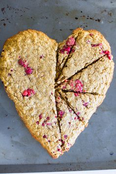These fun, festive heart-shaped breakfast cookies from @immaeatthat are such a great idea for Valentine's Day breakfast!
