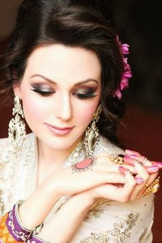 Latest Pakistani Party MakeUp At New Year 2014