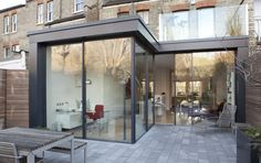 Love this modern extension on this edwardian house Extension Veranda, House Extension Design, Glass Extension, Roof Extension, Extension Ideas, Bungalow Extensions, House Extensions, Edwardian Haus, Facade House